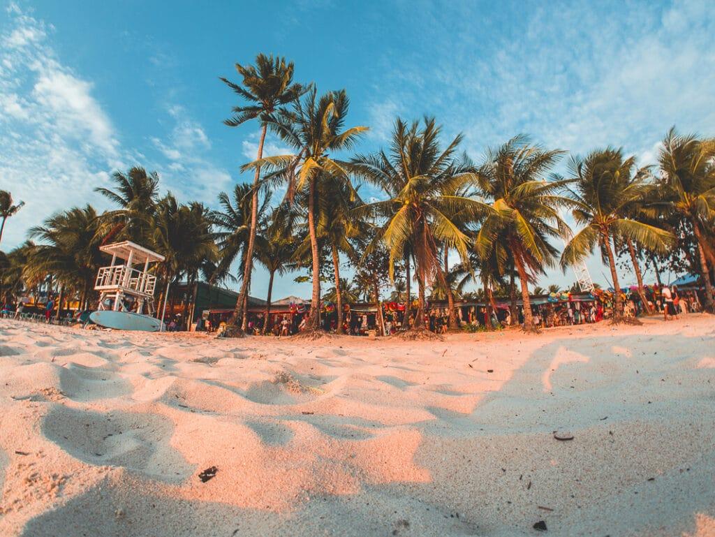 nadměrný turismus zničil filipínský ráj na zemi